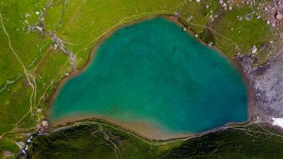 Survol du Lac d'Amour et de la Pierra Menta
