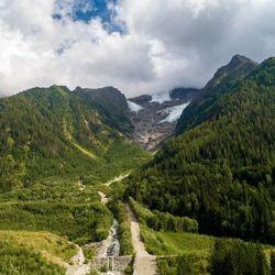 Bientôt le #weekend, prenez de la hauteur dans le Massif du Mont-Blanc. Vidéo à venir.#alps #drone #chamonix #chamonixtourisme #auvergnerhonealpe #chantier #glacier #eau #river #dam #sill #montblanc #dji