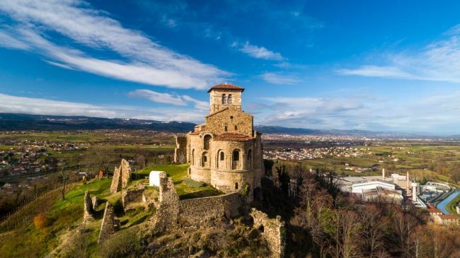 Drone Saint-Étienne : Saint-Romain-le-Puy - Images aériennes drone du prieuré de Saint-Romain-le-Puy