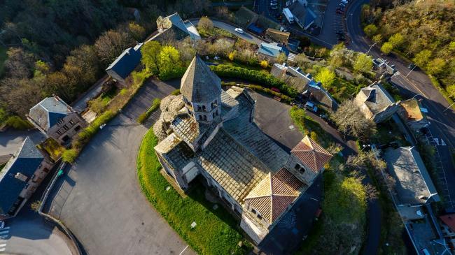 L'église de Saint-Nectaire - Un joyau dans son écrin