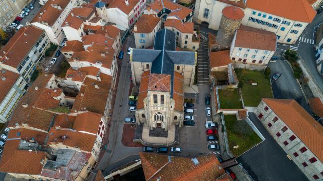 Montbrison : Centre-Ville de Montbrison - Image aérienne par drone sur la ville de Montbrison