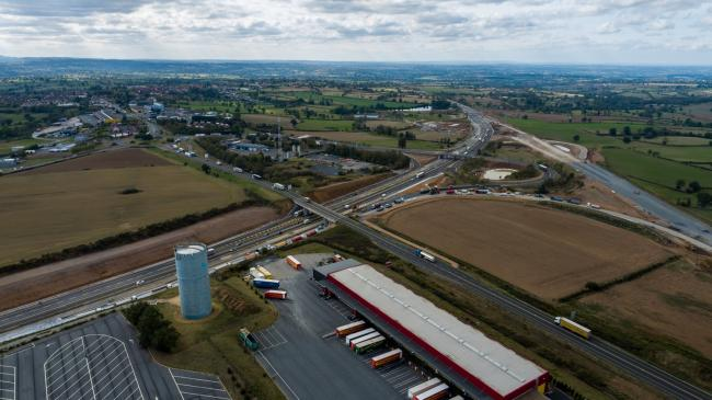 Moulins : Echangeur A71 Montmarault - Opération d'enrobage sur A71
